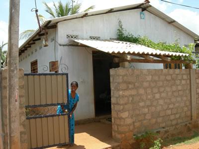 <p><strong>6. </strong>Tek  başına çocuklu bir kadına ait Hindu evi, Sri Lanka</p>
