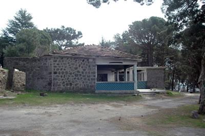 <p><strong>6.</strong> 1945 yılında inşa  edilen yemek salonu</p>