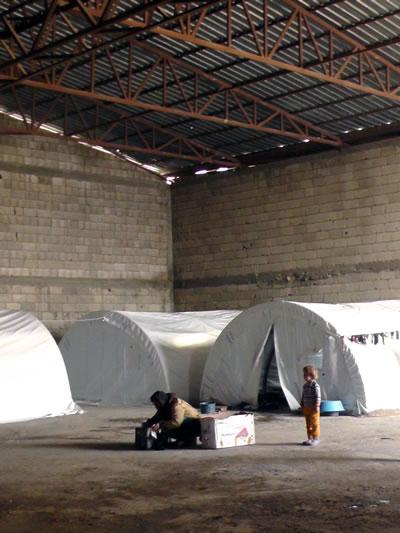 <p><strong>6. </strong>Suruç'da bir Bulgur  Fabrikasında çadır kampı, 2014</p>