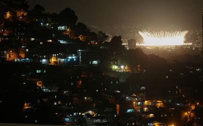 <p><strong>6.</strong> Prazeres Favelasindan Açılış Toreni</p>