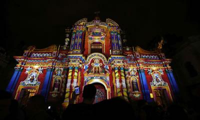 <p><strong>6. </strong>Habitat  toplantıları sırasında düzenlenen ışık festivali, La Compania Kilisesi<br />  Fotoğraf: Dolores Ochoa/AP</p>