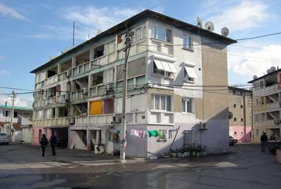 <p><strong>6.</strong> Ege Mahallesi Sosyal  Konutları, (1969-1970), 2015.<br />  Fotoğraf: Kıvanç Kılınç</p>