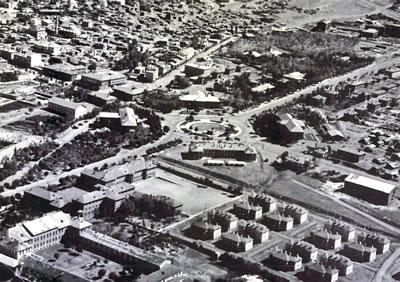 <p><strong>Resim 6.</strong> Erzurum Cumhuriyet Meydanının 1960 lı yıllarda hava  fotoğrafı görüntüsü <br />  Kaynak: Erzurum Valiliği,  2011.</p>