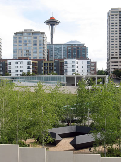 <p><strong>6. </strong>Olympic Sculpture Park, Seattle, Washington  Eyaleti. Tasarım Klemencic Associates ve diğer danışmanlar tarafından yapıldı,  2007 de açıldı. Weiss/Manfredi Architects, Charles Anderson Landscape  Architecture, Magnusson <br />   Fotoğraf: Taner R. Özdil</p>