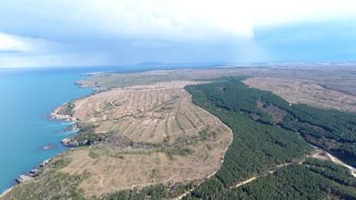 <p><strong>Resim 6.</strong> Sinop İnceburunda yapılacak olan nükleer santralin  olduğu alandaki tahribat</p>