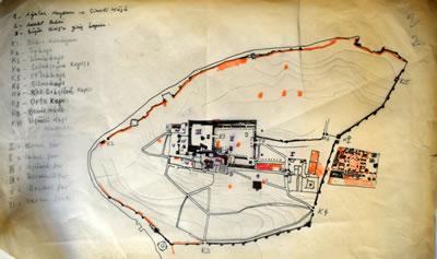 <p><strong>6.</strong> Topkapı Sarayı vaziyet planı eskizi<br />   Kaynak: Mualla Eyüboğlu Anhegger arşivi</p>