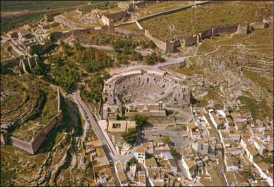<p><strong>6. </strong>Sagunto Tiyatrosunun  1970 lerin müdahalelerinden sonraki genel durumu. <br />Kaynak: jdiezarnal.com/public/saguntocastillo03.jpg [Erişim: 03.01.2016]