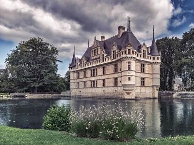 <p><strong>6.</strong> Château  d'Azay-le-Rideau, Indre-et-Loire, Fransa, 1518-1527<br />   Kaynak: Adem  Altan / AFP / Getty Images</p>