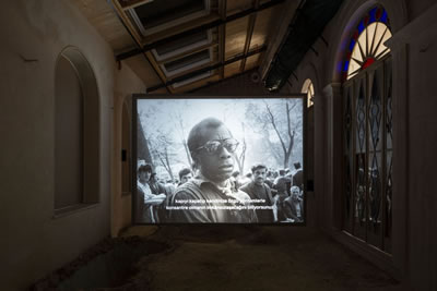 <p><strong>6.</strong> Pera Müzesinde bienal<br />   Kaynak: bantmag.com</p>