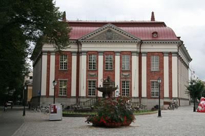 <p><strong>6a.</strong> Kütüphane Eski ve Yeni  Binaları<br />  Fotoğraf: Feride Önal</p>