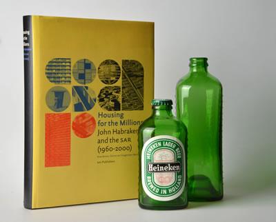 <p><strong>6a.</strong> Heineken için üretilen WOBO isimli tuğla  olarak kullanılabilen bira şişeleri</p>
