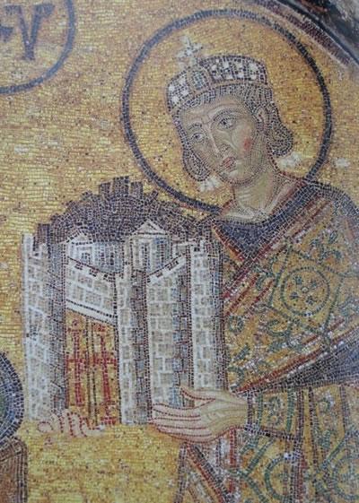 <p><strong>6a. </strong>Perdelenen  bölümlerdeki mozaiklerden kareler<br />Fotoğraflar: Zeynep  Ahunbay</p>