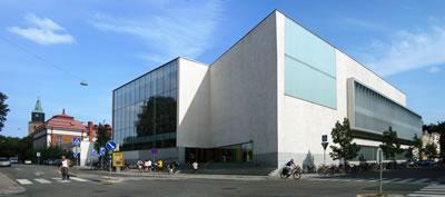 <p><strong>6b.</strong> Kütüphane Eski ve Yeni  Binaları<br />  Fotoğraf: Feride Önal</p>