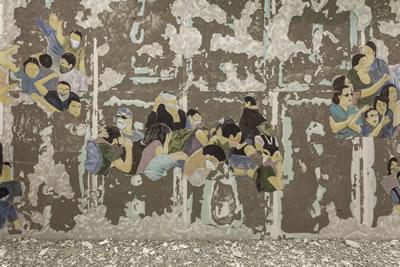 <p><strong>6b.</strong> Latifa Echakhch,  Silinen Kalabalık, 2017, İstanbul Modern. Duvar üzerine fresk. Her biri 365 x  2028 x 136 cm. Sanatçı, Galerie Kamel Mennour (Paris), Kaufmann Repetto  (Milano), Galerie Eva Presenhuber (Zürih) ve Dvir Gallerynin (Tel Aviv) destekleriyle  sergilenmiş, izinleriyle Pro Helvetia ve Institut Françaisin destekleriyle  üretilmiştir.<br />  Fotoğraf: Sahir Uğur Eren</p>