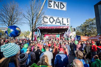 <p><strong>6b. </strong>COP23 ün öncesinde 4 Kasım da organize edilen gösteri<br />   Fotoğraf:  Markus Feger, Düsseldorf</p>