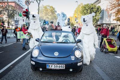<p><strong>6d. </strong>COP23 ün öncesinde 4 Kasım da organize edilen gösteri<br />   Fotoğraf:  Markus Feger, Düsseldorf</p>