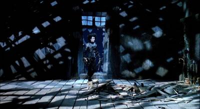 <p><strong>7. </strong>Makas Eller'de modern  banliyö ve gotik şatonun karakterlerle uyumu<br />(Kaynak