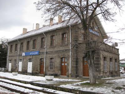 7. İlk Afyon İstasyonu eski ve şimdiki durumu. (Fotoğraf: Necdet Cevahir, URL1)