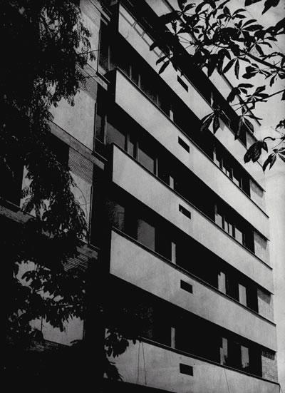 <p><strong>7.</strong> Tayman-Hersek Apartmanı, Nişantaşı<br />  Kaynak: Ayhan Tayman  Arşivi</p>