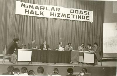 <p>25 Ekim 1976 Adana Kent  Toprakları Semineri</p>