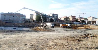 <p><strong>7.</strong> Fikirtepe'de inşaat için yıkımı yapılmış ve temellerin atıldığı yapı adası,  Eylül 2015<br />  Fotoğraf: Dilek Özdemir</p>