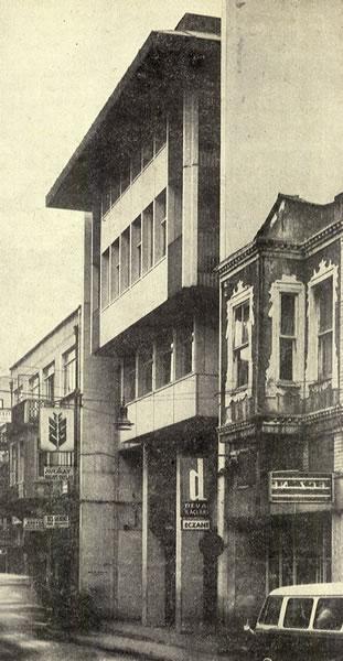 <p><strong>7.</strong> Ziraat Bankası  Bakırköy Şubesi, İstanbul<br />  Kaynak: <em>Mimarlık</em>, 1972, sayı: 1972-2 (100).</p>