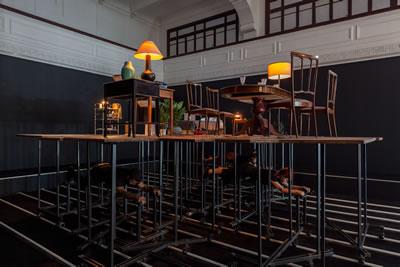 <p><strong>7.</strong> Pedro Gomez Egana, Eşyaların  Etki Alanı, 2017, Galata Rum Okulu.  Metal yapı, ahşap panel, halı, mobilya, ses, performans. Sanatçının  izniyle, Arts Council Norway, Office for Contemporary Art Norway, City of  Bergen Norway, Güzel Sanatlar, Müzik ve Tasarım Departmanı, Bergen Üniversitesi  ve BIT Teatergarasjen ın destekleriyle üretilmiştir. QP Magazinein desteğiyle  sergilenmiştir.<br />  Fotoğraf: Sahir Uğur Eren</p>