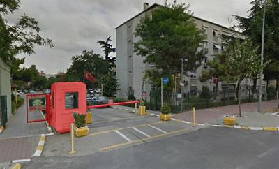 <p><strong>7.</strong>Korunaklı siteye çevrilerek yarı özel  mekân karakteri kazandırılan yapı adası örneği, Ataköy, İstanbul</p>