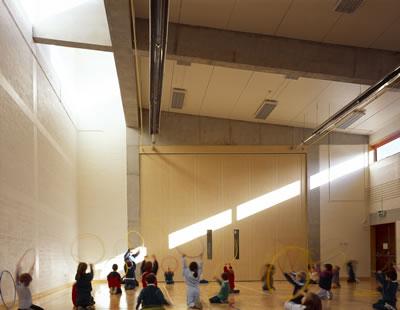 <p><strong>7.</strong> Loreto  Community School, yapının spor mekânı<br />   Fotoğraf: Ros Kavanagh</p>