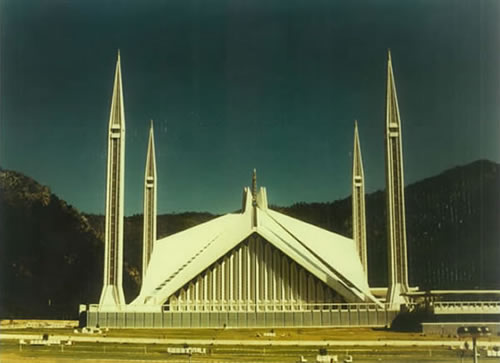 <p><strong>7.</strong> Şah Faisal Camii, İslamabad, 1969</p>