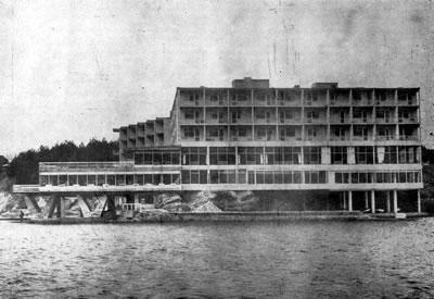 <p><strong>7. </strong>Grand Hotel Bayramoğlu güney-batı cephesi<br /> Kaynak: Arkitekt,  1970, ss.62. <br />