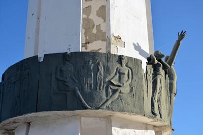 <p><strong>7a. </strong>Anıtın yıkılmadan  önceki hali<br />  Kaynak: Yazarların arşivi</p>
