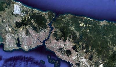<p><strong>7a.</strong> Dünyanın en büyük  havalimanının oluşturduğu çevre felaketi! İstanbul Havalimanı inşaatının  kapladığı alan, kent ile kıyaslandığında verilen tahribatın boyutu ortaya  çıkıyor.<br />   Kaynak:  Google Earth<br />