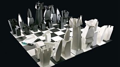 <p><strong>7a.</strong> Gehry tarafından Tiffany&Co  markası için tasarlanan satranç takımı ve yüzük.<br />   Kaynak: tiffany.com</p>
