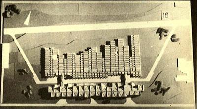 <p><strong>Resim 7b.</strong> Erzurum Atatürk  Üniversitesi Mühendislik Mimarlık Yüksekokulu Yarışması, Önalın  1. Ödül alan projeyi değerlendirme krokisi, projenin maket fotoğrafı ve kat planı<br />  Kaynak: <strong>Mimarlık</strong>, 1972, sayı: 102, s.43.<br />