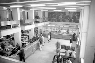 <p><strong>7b.</strong> Merkez  Bankası - Bursa<br /> Kaynak: Mimarlar Odası Ulusal  Mimarlık Sergisi ve Ödülleri Programı arşivi</p>