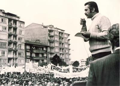 <p>TMMOB Başkanı Teoman  Öztürk Tandoğan / Ankara&rsquo;da bir mitingde konuşuyor</p>