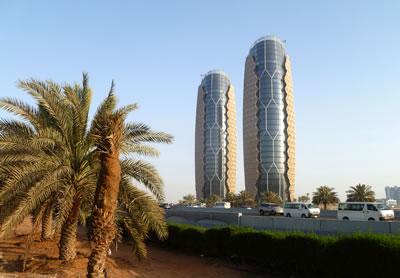 <p><strong>8.</strong> Al Bahr Kuleleri, Abu Dhabi<br />Kaynak: www.constructionweekonline.com/article-25224-al-bahr-towers-pioneers-revolutionary-facade/ [Erişim: 03.07.2015]