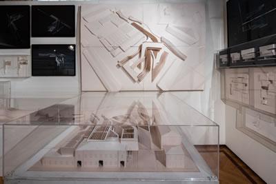<p><strong>8. </strong>Sergide MAXXI Çağdaş  Sanatlar Müzesi; farklı kotların birleştirilmesi<br />Fotoğraf: Şengül Öymen  Gür, 2016.</p>