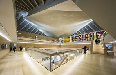 <p><strong>8.</strong> Yenilenmiş  yapıda Tasarım Müzesi, üst örtü<br />Fotoğraf: Gareth Gardner / www.dezeen.com