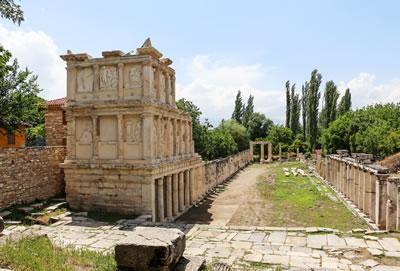 <p><strong>8. </strong>Sebasteion Tapınağı, MS.  1. yüzyılda yapıldığı düşünülmektedir.</p>