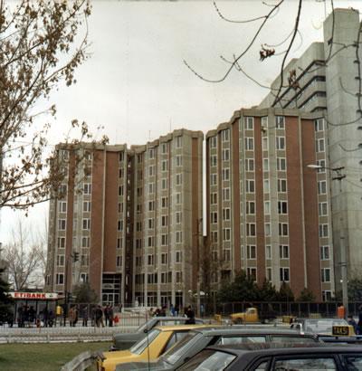 <p><strong>8. </strong>1966  tarihli Tandoğan  Öğrenci Yurdu projesi, Ankara.<br />   Kaynak: Şevki Vanlı Mimarlık  Vakfı</p>