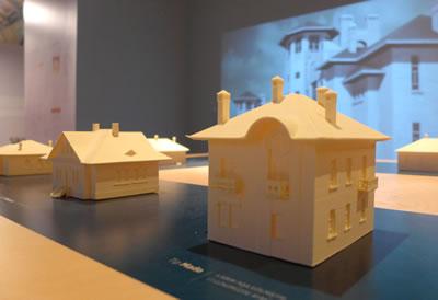 <p><strong>8. </strong>3D yazıcı ile  üretilen konut birimi tipolojileri<br />   Fotoğraf: Müge Cengizkan</p>