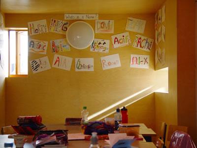 <p><strong>8. </strong>Loreto  Community School, yapıdan bir sınıf mekânı<strong></strong><br />   Fotoğraf: Ros Kavanagh</p>
