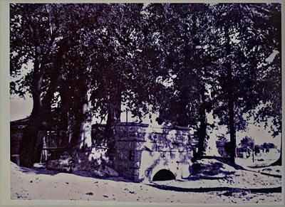 <p><strong>8.</strong> Ord. Prof. Dr. Süheyl Ünverin ziyareti  esnasında çeşme namazgâhının durumu<br /> Kaynak: Süleymaniye  Kütüphanesi, no: 322, Şeyhülislâm Veliyyüddin Efendi Dosyası</p>