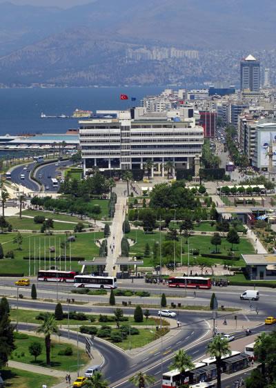 <p><strong>8.</strong> Büyükşehir  Belediyesi - İzmir<br />Fotoğraf: Mehmet Yasa