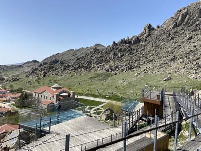 <p><strong>8b.</strong> 270° Sivrihisardan Sivrihisara ve Eskişehir Ovasına Bakmak<br /> Fotoğraflar: Özgün Özçakır</p>