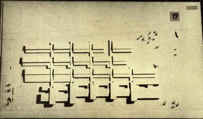 <p><strong>Resim 8b.</strong> Erzurum Atatürk  Üniversitesi Mühendislik Mimarlık Yüksekokulu Yarışması, Önalın  3. Ödül alan projeyi değerlendirme krokisi, projenin maket fotoğrafı ve kat planı<br />Kaynak: Mimarlık, 1972, sayı: 102, s.45.