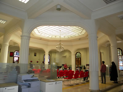 <p><strong>8b.</strong> Ziraat Bankası  Kütahya Şube Binasının iç mekân fotoğrafları<br />   Kaynak:  Fotoğraflar yazara aittir.</p>
