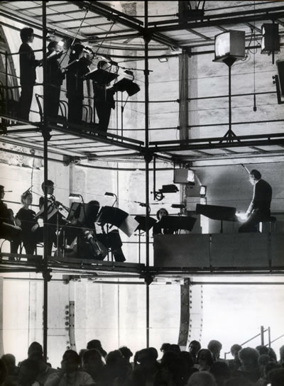<p><strong>9.</strong> Prometheus Konser  Salonu etkinlik sırasında<br />  Kaynak: Buchanan, 2003.</p>